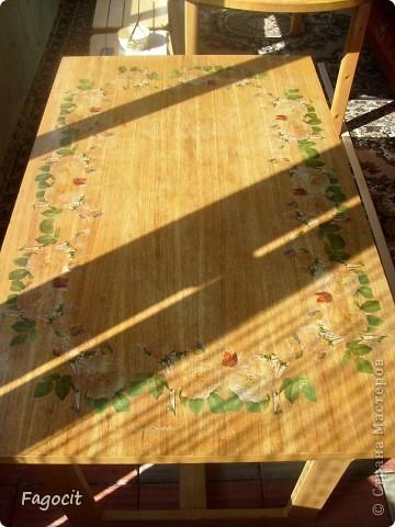 Симпатичный летний столик, которому уже около 20 лет, стал первой моей жертвой. Задачи, сделать из него что-то невероятно красивое, не стояло, но приукрасить нужно было. фото 4