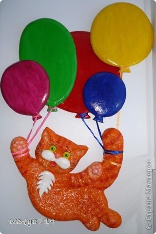 Кот на шарах фото 1