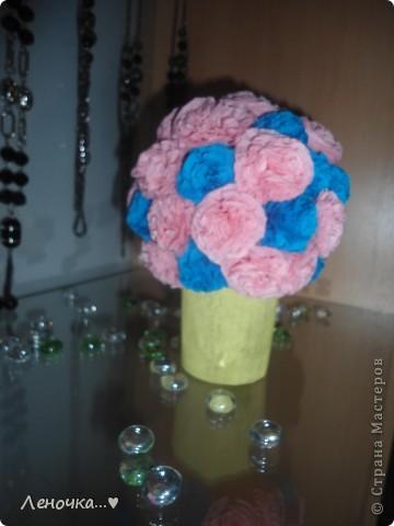 по началу ,этот цветочек  делался маме на работу,но на работе мама его подарила своей подруге,т.к. он ей очень приглянулся!))) фото 2