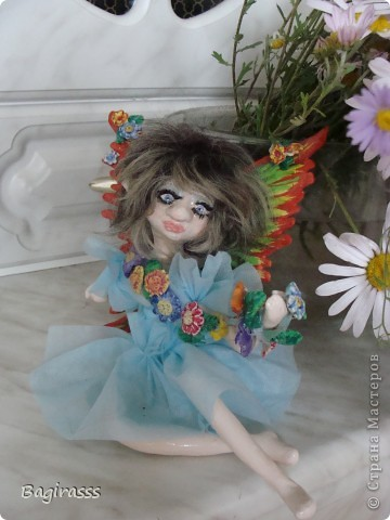 Теперь она выглядит вот так! Слетала в салон красоты, сделала прическу, нарастила ресницы и приобрела  платьице.  фото 1
