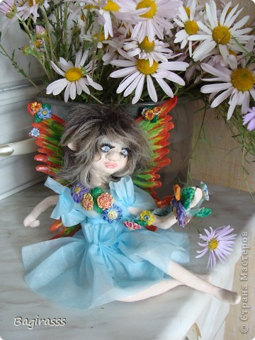 Теперь она выглядит вот так! Слетала в салон красоты, сделала прическу, нарастила ресницы и приобрела  платьице.  фото 2