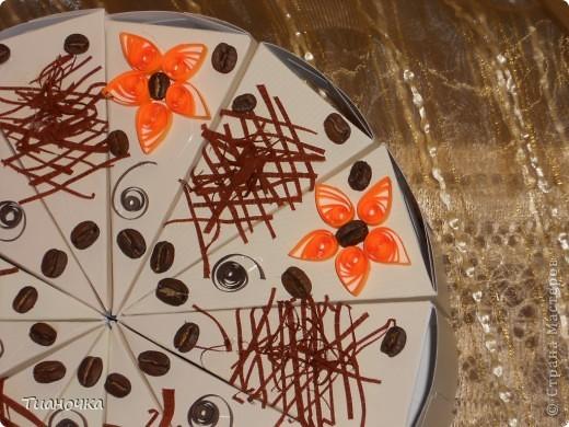 здравствуйте, мастерицы и мастера, сегодня у меня два тортика - первый с пожеланиями на день рождения. каждый кусочек завязан коричневой ленточкой в тон (0,3мм), а к бантику звездочка приклеена фото 2