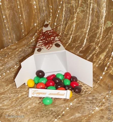 здравствуйте, мастерицы и мастера, сегодня у меня два тортика - первый с пожеланиями на день рождения. каждый кусочек завязан коричневой ленточкой в тон (0,3мм), а к бантику звездочка приклеена фото 11