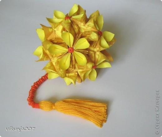Модель: Floristry-2 Автор: Наталья Романенко 30 + 20 модулей Размер 7Х7, 4,7Х4,7, итог 9 см Сборка с капелькой клея в конце