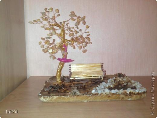 Вот такая поделка на осенюю тему. Дерево сделано из необработаного янтаря. фото 1