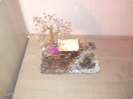 Вот такая поделка на осенюю тему. Дерево сделано из необработаного янтаря. фото 2