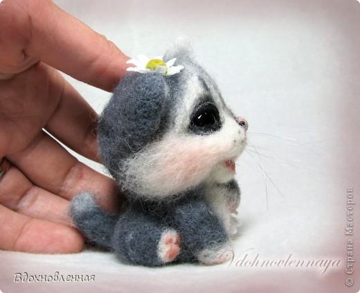 Долго не могла определить, что же я хочу сделать для мамі... Кролика делала, котенка тоже.. Птичка была.. Но, все равно, решила остановиться на теплом и пушистом, на том, что бы душу согрел, при одном всзгляде.. Ну кто же это может быть, как не котенок))) фото 5