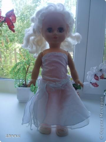 решила сделать платье для куклы из рукава от блузки и вот что получилось фото 1