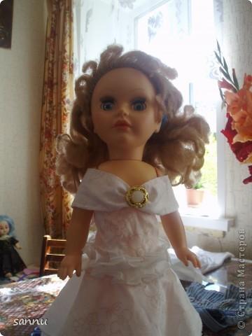решила сделать платье для куклы из рукава от блузки и вот что получилось фото 3