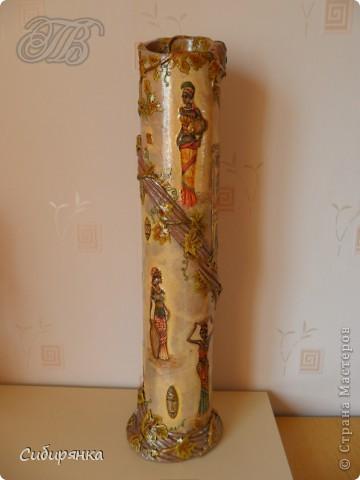 Приветствую жителей Страны Мастеров! Хочу показать вам мою поделку.  Делалась ваза долго, с большими перерывами. Высота сего сооружения 70 см. и диаметр 12см.  Материал использовала бросовый - это кусок от шпульки для линолиума, а так же  смесь гипса и безусадочной шпаклёвки,  холодный фарфор, салфетка всем известная и многими просто любимая, кракелюр на ПВА,  кракелюрная пара 753-754 для мелкого кракелюра, пара739-740 для крупного, пигмент золотой для затирки,  акриловые краски различных цветов, лак акриловый, на финиш лак паркетный.  Первые четыре фотографии, это вид со всех сторон.  фото 1
