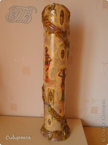 Приветствую жителей Страны Мастеров! Хочу показать вам мою поделку.  Делалась ваза долго, с большими перерывами. Высота сего сооружения 70 см. и диаметр 12см.  Материал использовала бросовый - это кусок от шпульки для линолиума, а так же  смесь гипса и безусадочной шпаклёвки,  холодный фарфор, салфетка всем известная и многими просто любимая, кракелюр на ПВА,  кракелюрная пара 753-754 для мелкого кракелюра, пара739-740 для крупного, пигмент золотой для затирки,  акриловые краски различных цветов, лак акриловый, на финиш лак паркетный.  Первые четыре фотографии, это вид со всех сторон.  фото 3