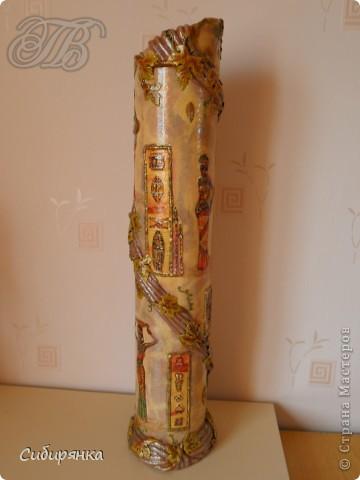 Приветствую жителей Страны Мастеров! Хочу показать вам мою поделку.  Делалась ваза долго, с большими перерывами. Высота сего сооружения 70 см. и диаметр 12см.  Материал использовала бросовый - это кусок от шпульки для линолиума, а так же  смесь гипса и безусадочной шпаклёвки,  холодный фарфор, салфетка всем известная и многими просто любимая, кракелюр на ПВА,  кракелюрная пара 753-754 для мелкого кракелюра, пара739-740 для крупного, пигмент золотой для затирки,  акриловые краски различных цветов, лак акриловый, на финиш лак паркетный.  Первые четыре фотографии, это вид со всех сторон.  фото 4