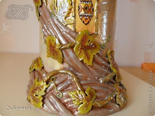Приветствую жителей Страны Мастеров! Хочу показать вам мою поделку.  Делалась ваза долго, с большими перерывами. Высота сего сооружения 70 см. и диаметр 12см.  Материал использовала бросовый - это кусок от шпульки для линолиума, а так же  смесь гипса и безусадочной шпаклёвки,  холодный фарфор, салфетка всем известная и многими просто любимая, кракелюр на ПВА,  кракелюрная пара 753-754 для мелкого кракелюра, пара739-740 для крупного, пигмент золотой для затирки,  акриловые краски различных цветов, лак акриловый, на финиш лак паркетный.  Первые четыре фотографии, это вид со всех сторон.  фото 9