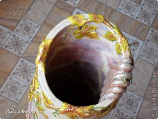 Приветствую жителей Страны Мастеров! Хочу показать вам мою поделку.  Делалась ваза долго, с большими перерывами. Высота сего сооружения 70 см. и диаметр 12см.  Материал использовала бросовый - это кусок от шпульки для линолиума, а так же  смесь гипса и безусадочной шпаклёвки,  холодный фарфор, салфетка всем известная и многими просто любимая, кракелюр на ПВА,  кракелюрная пара 753-754 для мелкого кракелюра, пара739-740 для крупного, пигмент золотой для затирки,  акриловые краски различных цветов, лак акриловый, на финиш лак паркетный.  Первые четыре фотографии, это вид со всех сторон.  фото 10