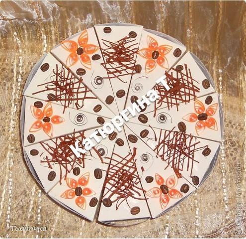 здравствуйте, мастерицы и мастера, сегодня у меня два тортика - первый с пожеланиями на день рождения. каждый кусочек завязан коричневой ленточкой в тон (0,3мм), а к бантику звездочка приклеена фото 1