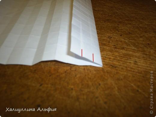 Совсем случайно наткнулась в интернете на мастера оригами Томохиро Тачи. Как оказалось, одной из самых знаменитых его поделок является тыква на Хэллоуин. Делать ее не трудно, но предупреждаю сразу - нужно много терпения, усидчивости и времени) Первая тыква отняла у меня примерно 40 минут. Вторая - 15 мин. Вот ссылка на видеоурок, для кого удобнее будет видео (или мой МК окажется непонятен): http://www.youtube.com/watch?feature=player_embedded&v=Mwq061b3-30#! Вообще, должна сказать, что для тех, кто однажды делал магический шарик из бумаги (он также есть у меня в блоге), складывание тыквы не покажется сложным. Но и для тех, кто будет делать ее впервые, ничего не слышав о магическом шарике, тыква должна поддаться. фото 22