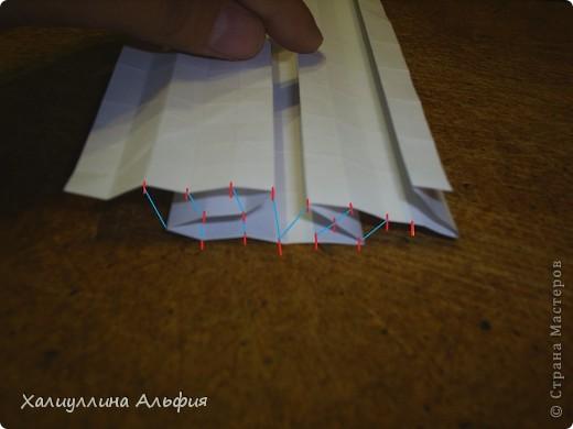 Совсем случайно наткнулась в интернете на мастера оригами Томохиро Тачи. Как оказалось, одной из самых знаменитых его поделок является тыква на Хэллоуин. Делать ее не трудно, но предупреждаю сразу - нужно много терпения, усидчивости и времени) Первая тыква отняла у меня примерно 40 минут. Вторая - 15 мин. Вот ссылка на видеоурок, для кого удобнее будет видео (или мой МК окажется непонятен): http://www.youtube.com/watch?feature=player_embedded&v=Mwq061b3-30#! Вообще, должна сказать, что для тех, кто однажды делал магический шарик из бумаги (он также есть у меня в блоге), складывание тыквы не покажется сложным. Но и для тех, кто будет делать ее впервые, ничего не слышав о магическом шарике, тыква должна поддаться. фото 26