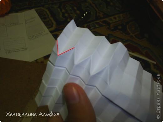Совсем случайно наткнулась в интернете на мастера оригами Томохиро Тачи. Как оказалось, одной из самых знаменитых его поделок является тыква на Хэллоуин. Делать ее не трудно, но предупреждаю сразу - нужно много терпения, усидчивости и времени) Первая тыква отняла у меня примерно 40 минут. Вторая - 15 мин. Вот ссылка на видеоурок, для кого удобнее будет видео (или мой МК окажется непонятен): http://www.youtube.com/watch?feature=player_embedded&v=Mwq061b3-30#! Вообще, должна сказать, что для тех, кто однажды делал магический шарик из бумаги (он также есть у меня в блоге), складывание тыквы не покажется сложным. Но и для тех, кто будет делать ее впервые, ничего не слышав о магическом шарике, тыква должна поддаться. фото 30