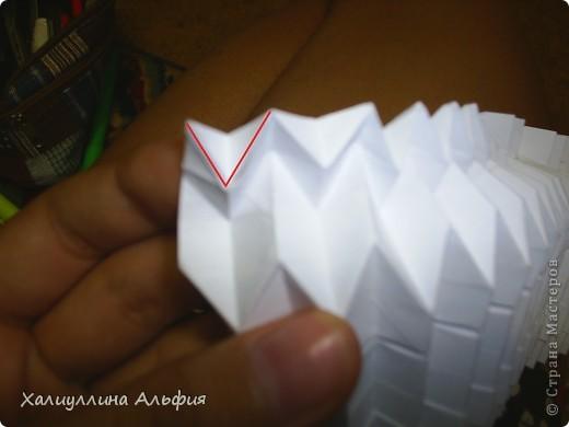 Совсем случайно наткнулась в интернете на мастера оригами Томохиро Тачи. Как оказалось, одной из самых знаменитых его поделок является тыква на Хэллоуин. Делать ее не трудно, но предупреждаю сразу - нужно много терпения, усидчивости и времени) Первая тыква отняла у меня примерно 40 минут. Вторая - 15 мин. Вот ссылка на видеоурок, для кого удобнее будет видео (или мой МК окажется непонятен): http://www.youtube.com/watch?feature=player_embedded&v=Mwq061b3-30#! Вообще, должна сказать, что для тех, кто однажды делал магический шарик из бумаги (он также есть у меня в блоге), складывание тыквы не покажется сложным. Но и для тех, кто будет делать ее впервые, ничего не слышав о магическом шарике, тыква должна поддаться. фото 38