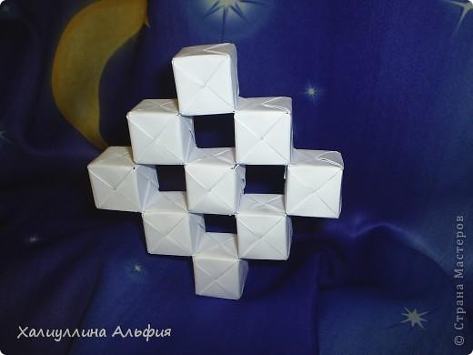 Вот такие кубики я научилась собирать из модулей Сонобе. Вот ссылка на подробный видеоурок для тех, кто решится тоже сделать эту модель: http://www.youtube.com/watch?feature=player_embedded&v=7A_4e-_J714 фото 1