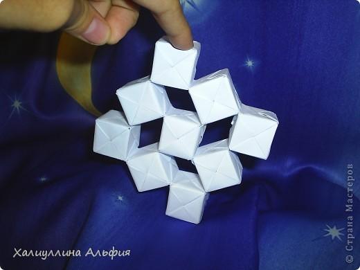 Вот такие кубики я научилась собирать из модулей Сонобе. Вот ссылка на подробный видеоурок для тех, кто решится тоже сделать эту модель: http://www.youtube.com/watch?feature=player_embedded&v=7A_4e-_J714 фото 2