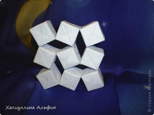 Вот такие кубики я научилась собирать из модулей Сонобе. Вот ссылка на подробный видеоурок для тех, кто решится тоже сделать эту модель: http://www.youtube.com/watch?feature=player_embedded&v=7A_4e-_J714 фото 4