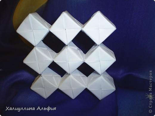 Вот такие кубики я научилась собирать из модулей Сонобе. Вот ссылка на подробный видеоурок для тех, кто решится тоже сделать эту модель: http://www.youtube.com/watch?feature=player_embedded&v=7A_4e-_J714 фото 5