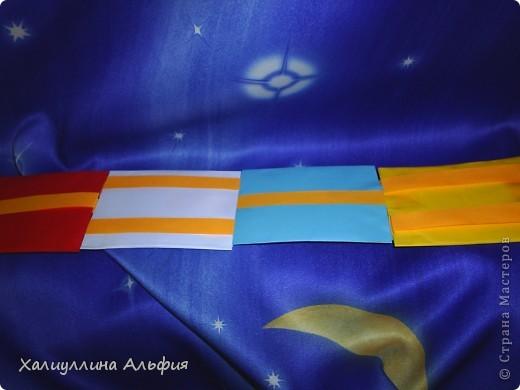 Лестница Якоба — ещё одна сумасшедшая бумажная иллюзия от мастера оригамиста Yami Yamauchi. Сложно описать эффект, который остается после просмотра этой поделки, но этой настоящий бумажный фокус, который вы можете сделать своими руками. Для знакомства с поделкой пройдите по ссылке (сперва будет небольшая демонстрация). Там вы можете найти и видеоурок: http://www.youtube.com/watch?feature=player_embedded&v=ykL0Tt7jdYY фото 2