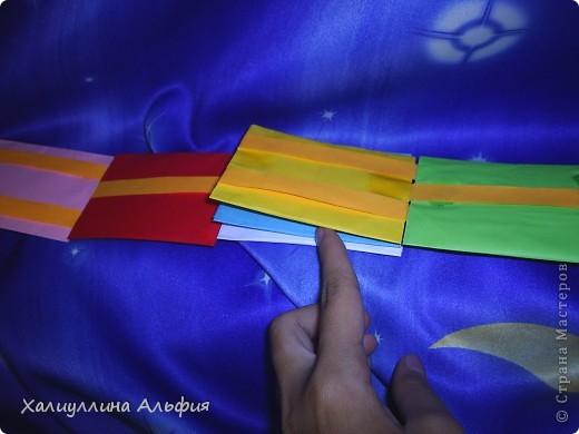 Лестница Якоба — ещё одна сумасшедшая бумажная иллюзия от мастера оригамиста Yami Yamauchi. Сложно описать эффект, который остается после просмотра этой поделки, но этой настоящий бумажный фокус, который вы можете сделать своими руками. Для знакомства с поделкой пройдите по ссылке (сперва будет небольшая демонстрация). Там вы можете найти и видеоурок: http://www.youtube.com/watch?feature=player_embedded&v=ykL0Tt7jdYY фото 4