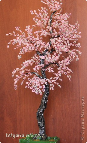 Для плетения сакуры из бисера, высотой 45 см, нам потребуется: смесь бисера розового и зеленого бисера 120 грамм, 45...