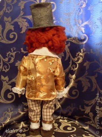 Вот такой получился у меня тролль. Это первая, такая масштабная кукла. Очень долго мучилась с костюмом. Но ботинками все равно осталась не довольна. Но ничего, буду учится. Единственный вопрос к вам девочки- мастерицы, я столкнулась еще с одной проблемой. Что то у меня с креплением головы не очень... Распарывала и перешивала раз пять. Но устойчивости, все равно не добилась. Помогите советом или ссылкой на МК. фото 4
