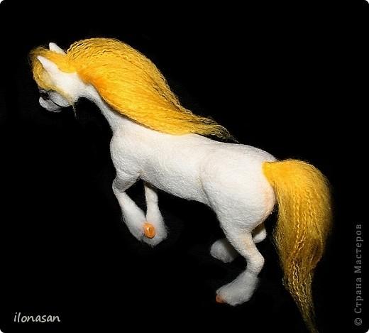 Лошадь из шерсти Сложность работы: выше средней Время работы: 15-20 дней Здравствуйте, Дорогой любитель лошадей и творчества! Предлагаю сделать своими руками скульптурную лошадь из шерсти. Общая высота Златы 23 см, высота в холке 17 см, длина 25 см. фото 40