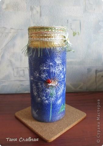 Очарованная работами Ирины Липовой ( http://stranamasterov.ru/node/353627 ), где использовался  крашеный горох в декоре банок, я тоже украсила баночки, используя горох. Спасибо Ирине за вдохновение! На этой терракотовой баночке из-под кофе : стручки гороха и листочки нарисованы акриловыми красками, а сам горошек и божьи коровки - собственно крашеный сушеный горох. фото 15