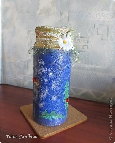 Очарованная работами Ирины Липовой ( http://stranamasterov.ru/node/353627 ), где использовался  крашеный горох в декоре банок, я тоже украсила баночки, используя горох. Спасибо Ирине за вдохновение! На этой терракотовой баночке из-под кофе : стручки гороха и листочки нарисованы акриловыми красками, а сам горошек и божьи коровки - собственно крашеный сушеный горох. фото 14