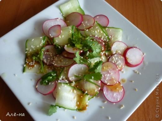 Не могу сказать  ,что в Японии именно такой делают салат, но при знакомстве с ним у него было такое название))) Ничего менять не стала. Салат очень простой и легкий.  Я думаю понравится не только любителям японской кухни))