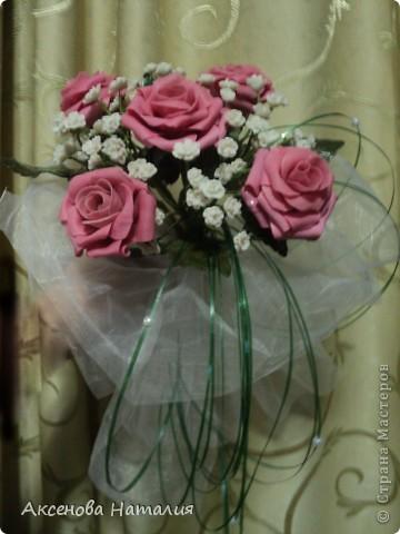 Недавно моя дочь вышла замуж. Ее свадебный букет мне очень понравился и я решила сделать что-то подобное. Ну, а что получилось выставляю на ваш суд. фото 3