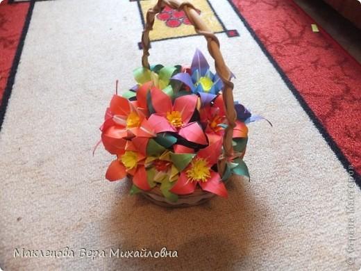 Цветок с лепестками - сердечками - прекрасное украшение для самодеятельной поздравительной открытки, которую дарят очень близкому человеку фото 42