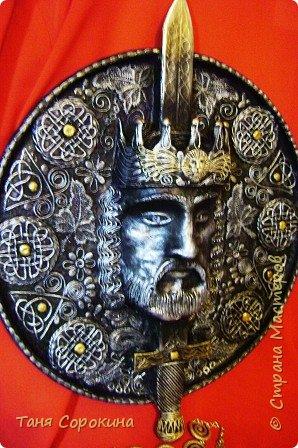 Картина панно рисунок Аппликация из скрученных жгутиков Папье-маше Король Артур  пейп-арт папье-маше Бумага Картон Салфетки фото 1
