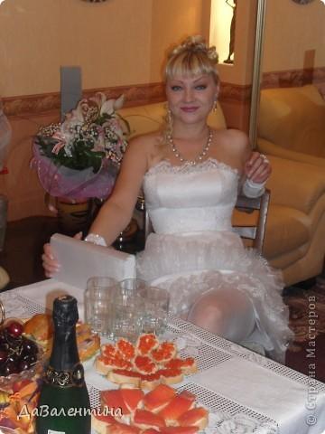 Дорогие жительницы Страны Мастеров!!! В нашей жизни все так непредсказуемо, мне бы уже можно было бы стать свекровью, а я сначала стала невестой, а теперь и счастливой женой!!! Решение сыграть Свадьбу было молниеносным, поэтому на подготовку к этому Торжественному событию было всего 2 месяца!!! Все свадебные аксессуары делала сама, притом впервые, поэтому строго не судите!!! фото 18