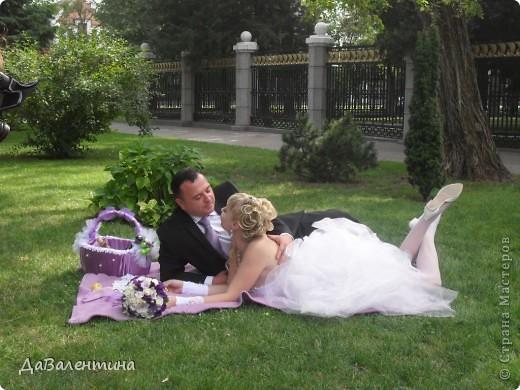 Дорогие жительницы Страны Мастеров!!! В нашей жизни все так непредсказуемо, мне бы уже можно было бы стать свекровью, а я сначала стала невестой, а теперь и счастливой женой!!! Решение сыграть Свадьбу было молниеносным, поэтому на подготовку к этому Торжественному событию было всего 2 месяца!!! Все свадебные аксессуары делала сама, притом впервые, поэтому строго не судите!!! фото 33