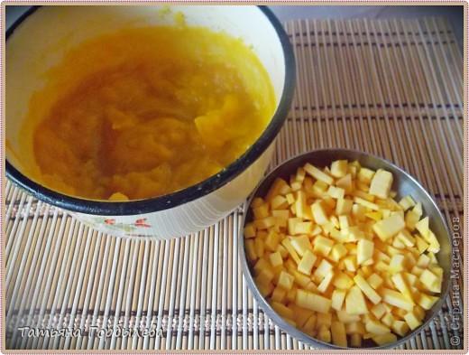 Доброго всем времени суток!!!! Для приготовления нужно:1 стакан манки, 1 бутылочка (385 гр) йогурта, 1 яйцо, 1 стакан сахара, 1/2 пачки слив. масла или маргарина, 1 стакан муки, 1 ч. л. соды или разрыхлителя, 1 пакетик ванилина. Начинка может быть любая (изюм, курага, молотые орехи и т. д., у меня здесь нет ничего. фото 5