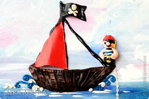 Сделала с ребенком почти 6 лет.  основа оргалит, рисовала гуашью, элементы из пластилина, использована крупа-манка и фасоль, сверху лак фото 4