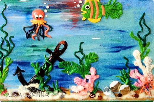 Сделала с ребенком почти 6 лет.  основа оргалит, рисовала гуашью, элементы из пластилина, использована крупа-манка и фасоль, сверху лак фото 3