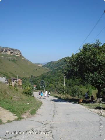 В окрестностях Кисловодска, в долине горной реки Аликоновки, находится уникальное природное явление - «Медовые водопады».   фото 1