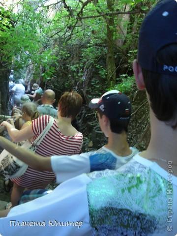 В окрестностях Кисловодска, в долине горной реки Аликоновки, находится уникальное природное явление - «Медовые водопады».   фото 2