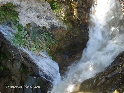 В окрестностях Кисловодска, в долине горной реки Аликоновки, находится уникальное природное явление - «Медовые водопады».   фото 5