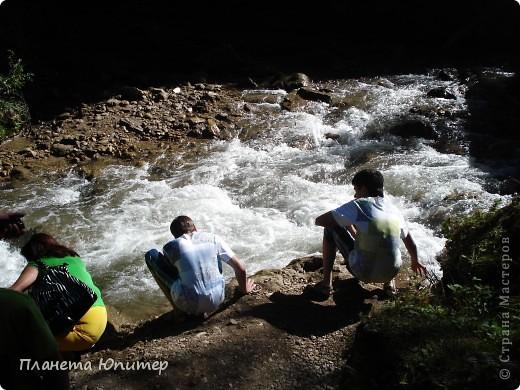 В окрестностях Кисловодска, в долине горной реки Аликоновки, находится уникальное природное явление - «Медовые водопады».   фото 9
