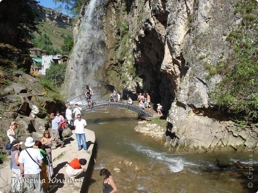 В окрестностях Кисловодска, в долине горной реки Аликоновки, находится уникальное природное явление - «Медовые водопады».   фото 10
