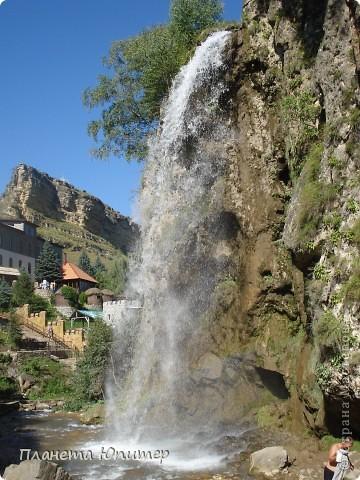 В окрестностях Кисловодска, в долине горной реки Аликоновки, находится уникальное природное явление - «Медовые водопады».   фото 12