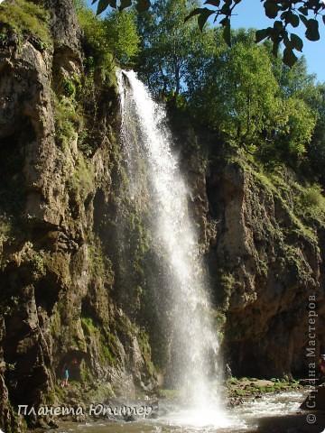 В окрестностях Кисловодска, в долине горной реки Аликоновки, находится уникальное природное явление - «Медовые водопады».   фото 13